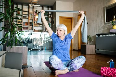 A woman working out at home after practicing gratitude