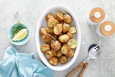 Lectin-rich Potato halves baked with thyme, top view