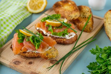 Bruschetta with smoked salmon, cream cheese, lettuce and chives