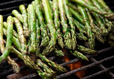 grilled selenium-rich asparagus