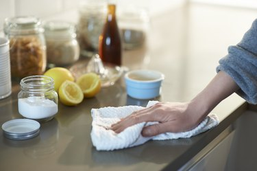 Cleaning kitchen with white vinegar