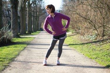 Woman doing Hip Circles before her run