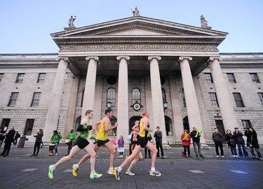 People running the Dublin Marathon