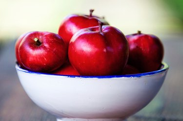 A bowl of red apples