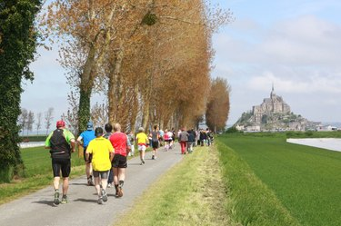 People running the Mont Saint-Michel Marathon
