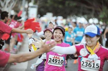 People running the Honolulu Marathon