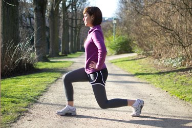 Woman doing walking lunges before her run