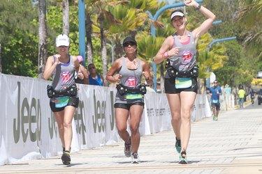 People running the Puerto Rico Marathon