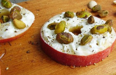 Apple Round with Goat Cheese and Pistachios anti-inflammatory breakfast recipe.