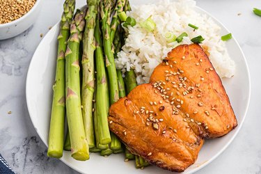 Teriyaki air fryer salmon recipe with asparagus and white rice