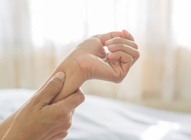 arm pain of old women