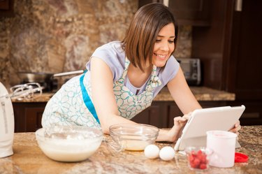 Social networking while cooking