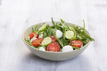 Green salad made with arugula, tomatoes, mozzarella