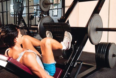 Man doing leg lifts in gym