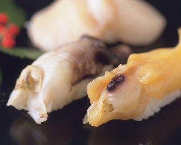 Torigai, Aoyagi, hand-shaped sushi