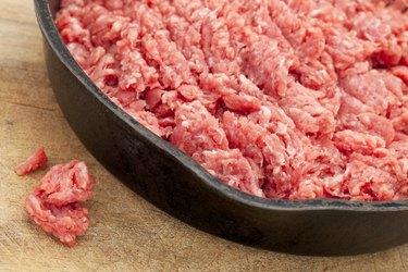 raw ground bison (buffalo)  meat