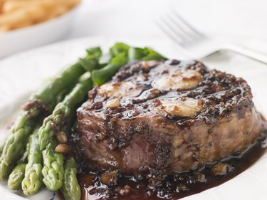 Fillet of Beef Bordelaise with Asparagus Spears and Saut Potatoes
