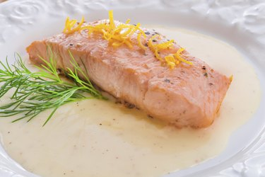 salmon grilled with dill