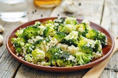 roasted garlic broccoli quinoa salad