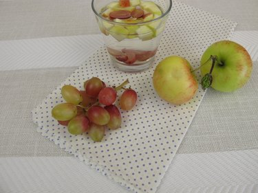 Detox water with apple and red grapes