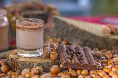 hazelnut , chocolate milk , chocolade bar, raw coffee