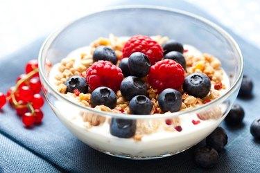 Crunchy muesli with yogurt and berries