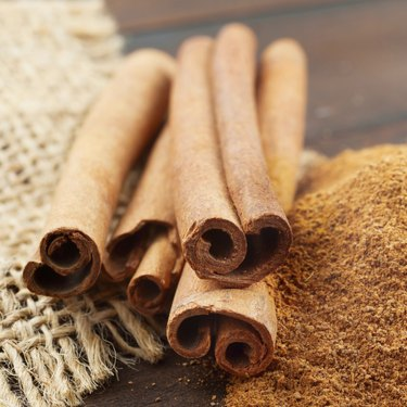 Cinnamon sticks and  powder in scoop