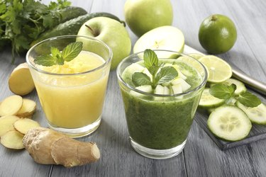 bio cocktail green and yallow smoothie