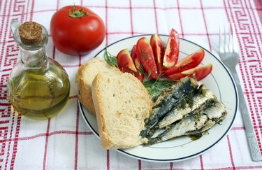 sardines with tomato and bread