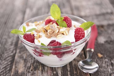 yogurt with berry and muesli