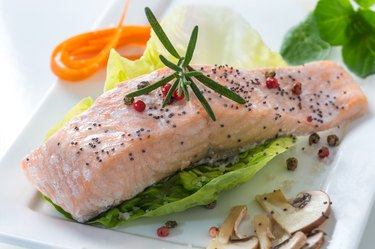 Steamed salmon with vegetables