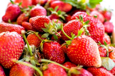 Strawberries calories nutrition
