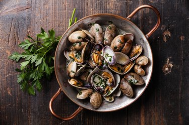 Shells vongole venus clams with parsley