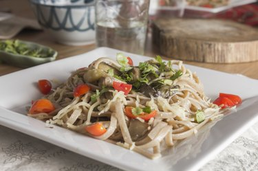Whole wheat spaghetti with vegetables