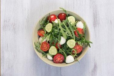 Green salad made with arugula, tomatoes, mozzarella