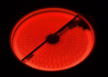 Red burner glassceramic cooking surface of electric cooker
