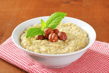 Oatmeal porridge with hazelnuts