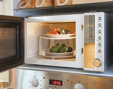 Microwave oven tray