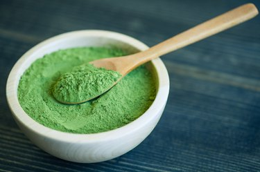 Super food Moringa green powder (Moringaceae)