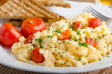 Scrambled eggs with baked tomatoes and chives