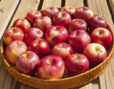 Tray with apples