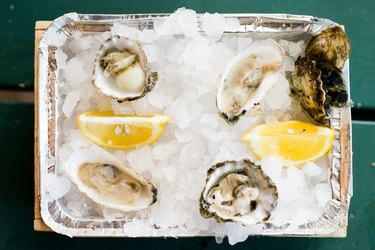 Fresh oysters served on ice