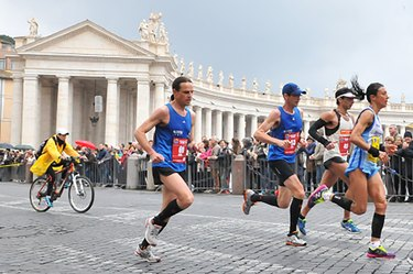 People running the Rome Marathon