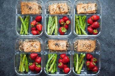 baked salmon quinoa asparagus meal prep