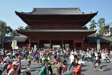 People running the Tokyo Marathon