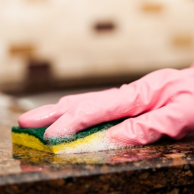 Cleaning granite countertop
