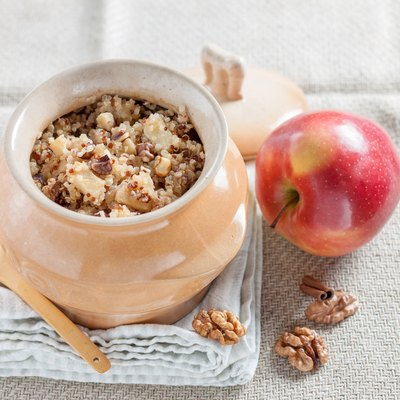Quinoa porridge with apples and walnuts