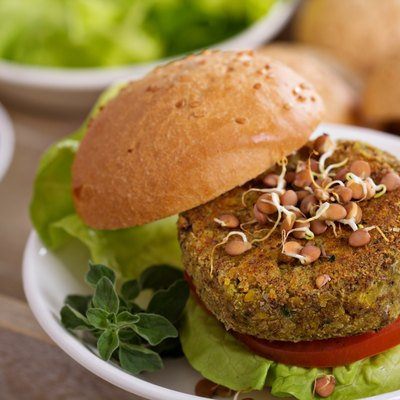 Vegan burgers with lentils and pistashios