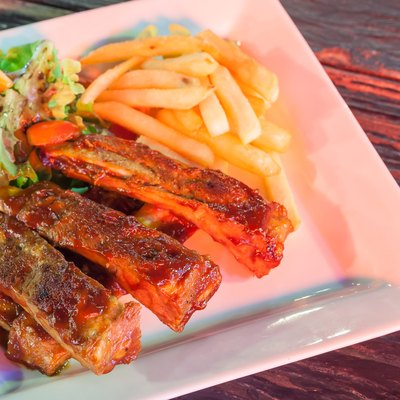Barbecued ribs with french fries