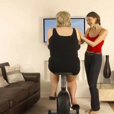 Women with personal trainer